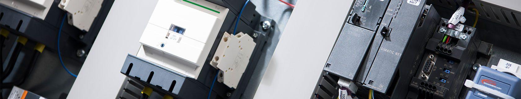Auch nach der Inbetriebnahme stehen wir für Wartung und Instandhaltung Ihrer Anlage zur Verfügung – Weigert Elektronik